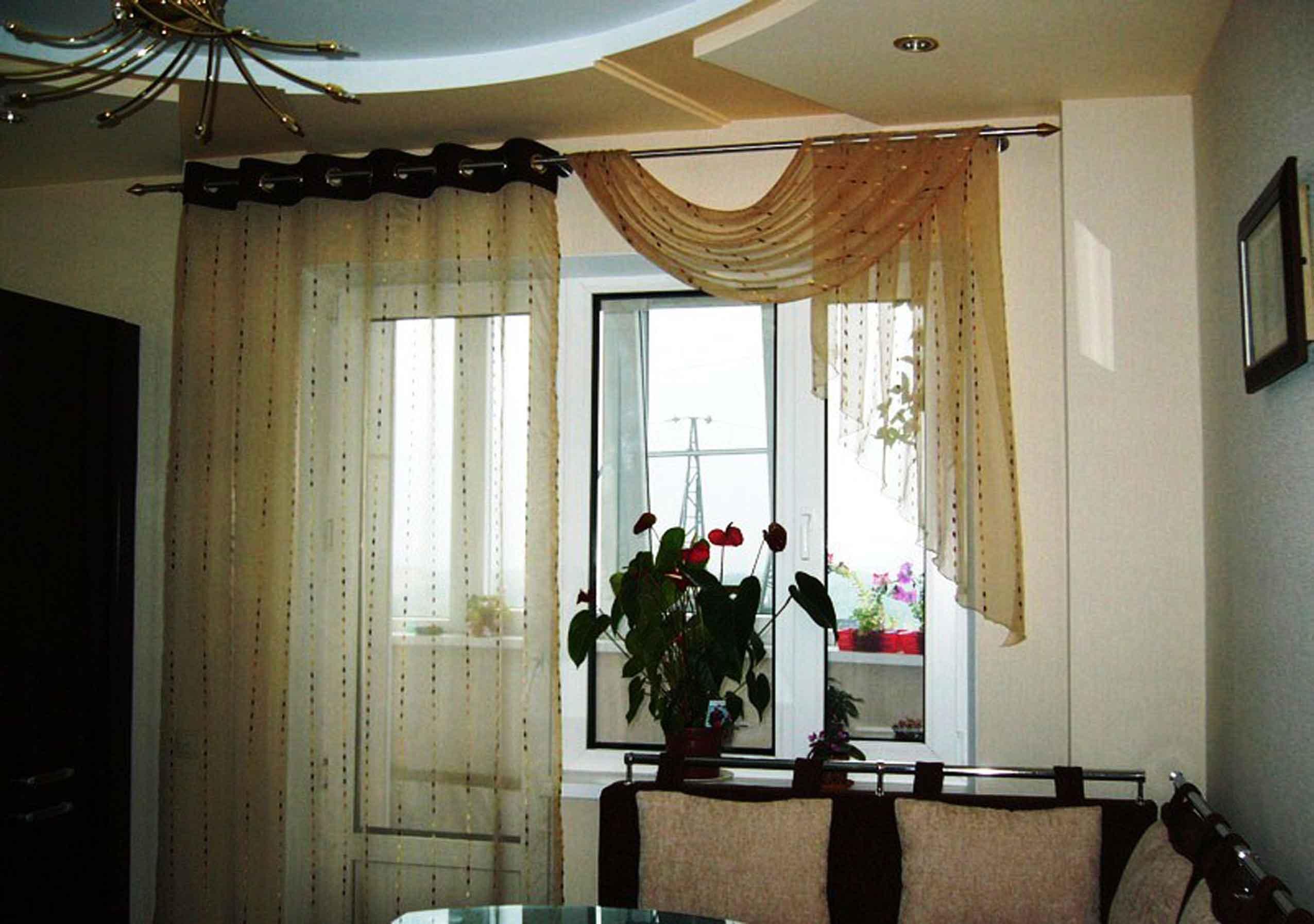 Шторы на кухню с балконной дверью - фото-идеи дизайна.